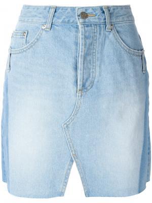 Джинсовая юбка с разрезом спереди Sjyp. Цвет: синий