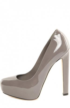 Лаковые туфли New Maniac на устойчивом каблуке Brian Atwood. Цвет: серый