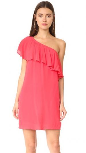 Платье с открытым плечом и оборками Conway WAYF. Цвет: оранжевый