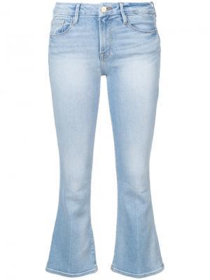 Укороченные джинсы клеш Frame Denim. Цвет: синий
