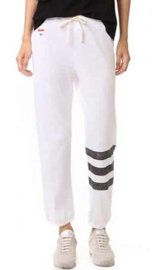 Спортивные брюки с полосками и сердечком SUNDRY. Цвет: белый