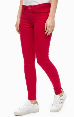 Красные зауженные джинсы Tommy Hilfiger. Цвет: красный