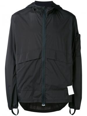 Легкая куртка с капюшоном Satisfy. Цвет: чёрный