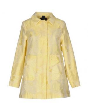 Легкое пальто FEMME by MICHELE ROSSI. Цвет: желтый