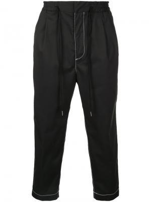 Укороченные брюки с контрастной строчкой monkey time. Цвет: чёрный