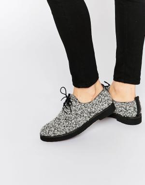 Miista Туфли на плоской подошве и шнуровке Eloise. Цвет: черный