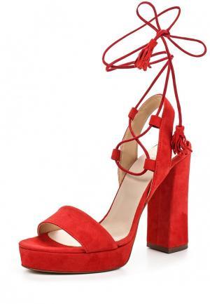 Босоножки Bata. Цвет: красный