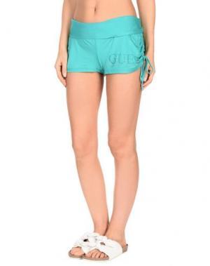 Пляжные брюки и шорты GUESS. Цвет: зеленый