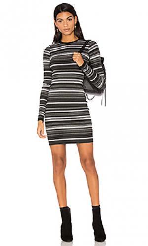 Ярусное облегающее платье в полоску twenty. Цвет: серый