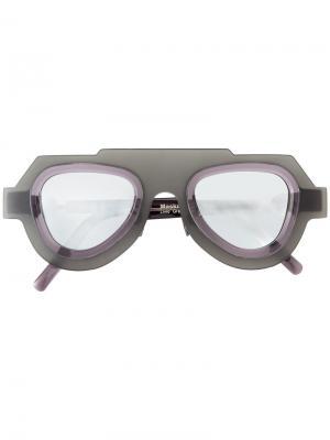 Массивные солнцезащитные очки Kuboraum. Цвет: серый