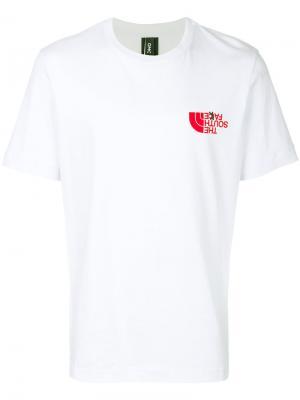 T-shirt with ironic logo Omc. Цвет: белый