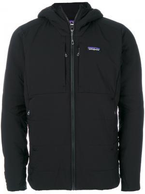 Куртка с капюшоном и карманами на молнии Patagonia. Цвет: чёрный
