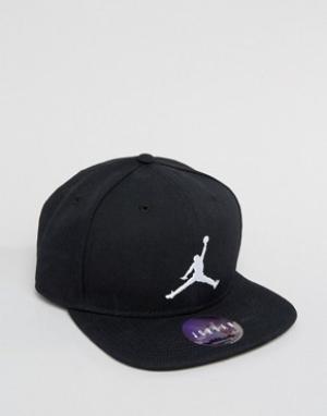 Jordan Черная бейсболка Nike Jumpman 619359-014. Цвет: черный