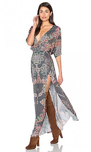 Платье макси с глубоким v-образным вырезом HEMANT AND NANDITA. Цвет: серый