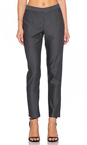 Строгие брюки KES. Цвет: серый