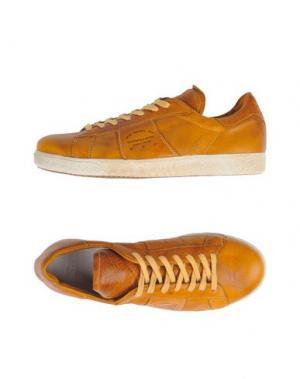Низкие кеды и кроссовки PANTOFOLA D'ORO. Цвет: желто-коричневый