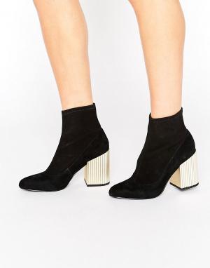 Senso Черные замшевые полусапожки на золотистом каблуке Sarina II. Цвет: черный