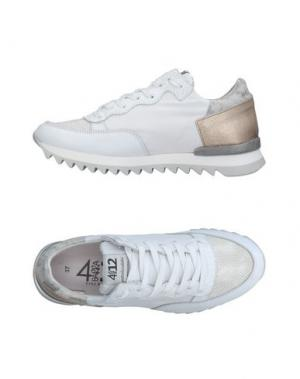 Низкие кеды и кроссовки QUATTROBARRADODICI. Цвет: белый