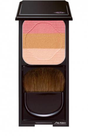Румяна-трио с шелковистой текстурой и эффектом сияния RD1 Shiseido. Цвет: бесцветный