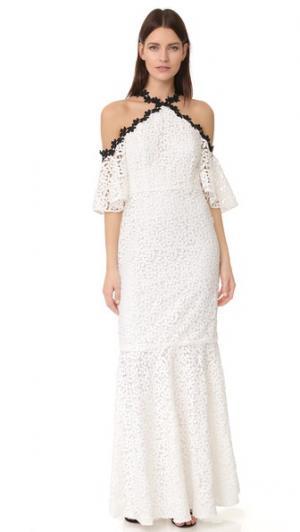 Кружевное вечернее платье с открытыми плечами и подолом «русалка» Jill Stuart. Цвет: кремовый/черный