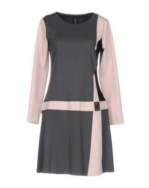 Короткое платье SALLY NEW YORK. Цвет: серый