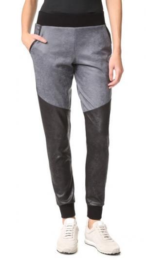 Спортивные брюки в байкерском стиле MICHI. Цвет: серый/черный