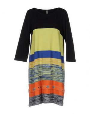 Короткое платье CORINNA CAON. Цвет: светло-зеленый