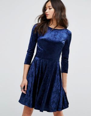 Club L Бархатное приталенное платье с рукавами 3/4. Цвет: мульти