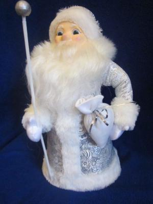 Дед Мороз под ёлку Снежный Волшебный мир. Цвет: серебристый