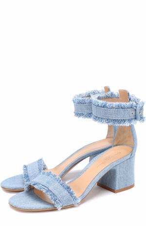 Босоножки Kiki из денима на устойчивом каблуке Gianvito Rossi. Цвет: голубой