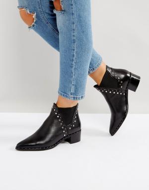 Steve Madden Кожаные ботинки с заклепками Doruss. Цвет: черный