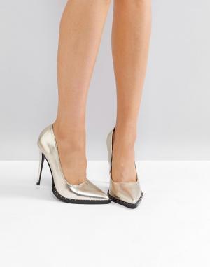 Public Desire Золотистые туфли-лодочки с заклепками. Цвет: золотой