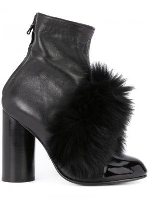 Ботинки с помпонами Valas. Цвет: чёрный