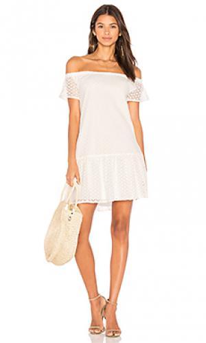 Платье со спущенными плечами bristol Central Park West. Цвет: белый