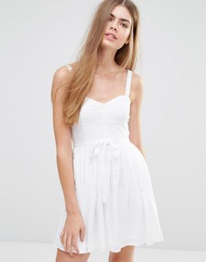 Jack Wills Платье с пышной юбкой и поясом. Цвет: белый