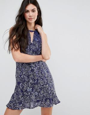 Greylin Шелковое платье с оборками на кромке Jenna. Цвет: синий