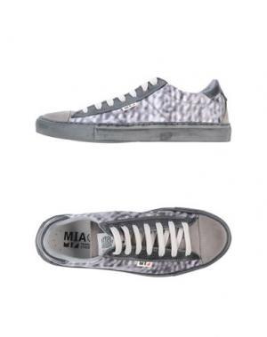 Низкие кеды и кроссовки MIA. Цвет: серый