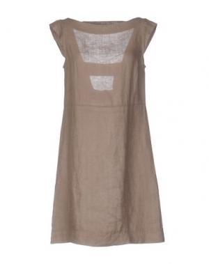 Короткое платье LA FABBRICA DEL LINO. Цвет: верблюжий
