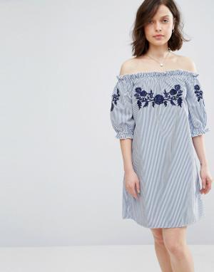 Parisian Платье в полоску с открытыми плечами и вышивкой. Цвет: синий
