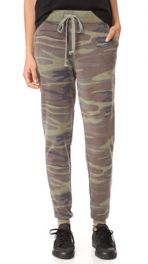 Камуфляжные брюки Z Supply. Цвет: зеленый хаки