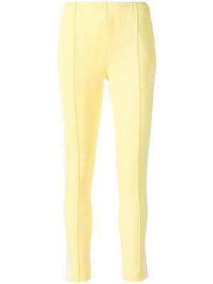 Полосатые зауженные брюки Adidas. Цвет: жёлтый и оранжевый