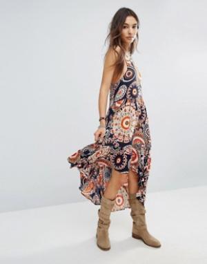 Raga Платье с принтом и асимметричным подолом. Цвет: оранжевый