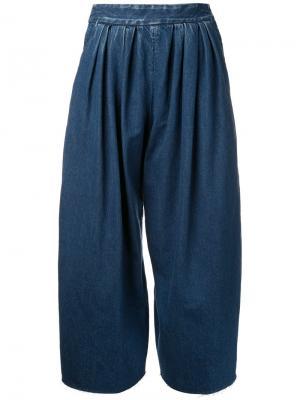 Широкие плиссированные джинсы Maison Mihara Yasuhiro. Цвет: синий