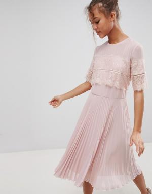 Elise Ryan Платье миди с плиссированной юбкой. Цвет: бежевый