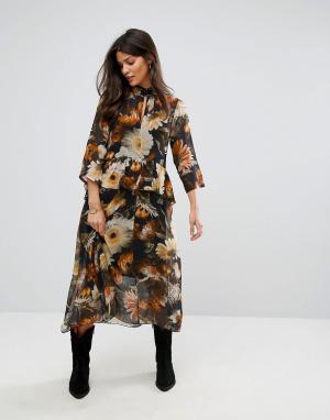 Gestuz Платье с цветочным принтом. Цвет: мульти