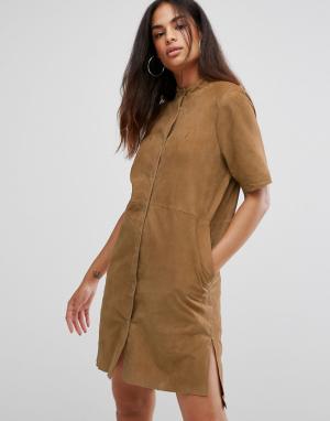 Selected Замшевое платье-рубашка. Цвет: коричневый