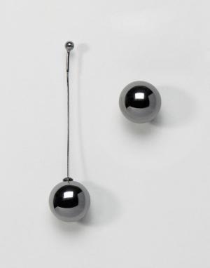 AQ Асимметричные серьги AQAQ X Mawi. Цвет: серебряный