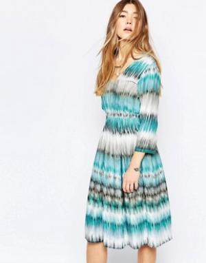 Diya Короткое принталенное платье в полоску. Цвет: мульти