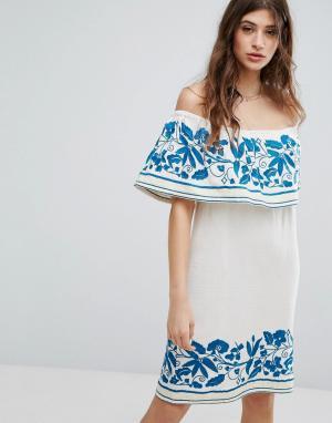 Maison Scotch Платье с вышивкой. Цвет: белый