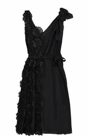 Приталенное платье с плиссировкой и фактурной цветочной отделкой Rochas. Цвет: черный